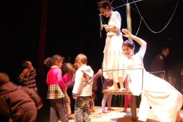 Scatenati teatro infanzia Campsirago Residenza ScarlattineTeatro